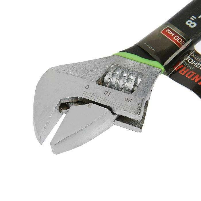 Ключ разводной TUNDRA basic обрезиненная рукоятка 200 мм