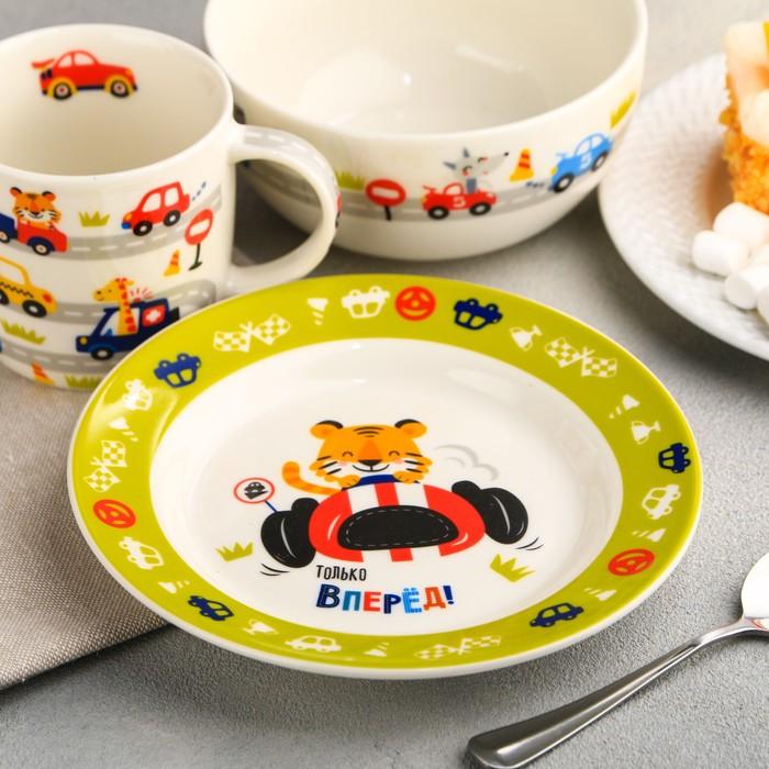 """Набор детской посуды """"Гонщик"""", кружка 250 мл, глубокая тарелка 13 см, тарелка 15 см"""