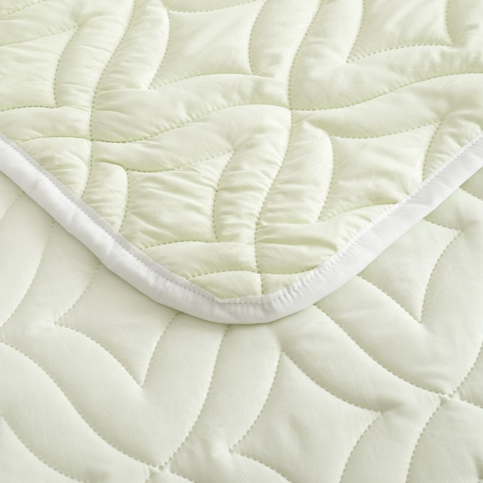 Одеяло Праздничное 140х205 см, полиэфирное волокно 200гр/м, микрофибра, пэ 100%