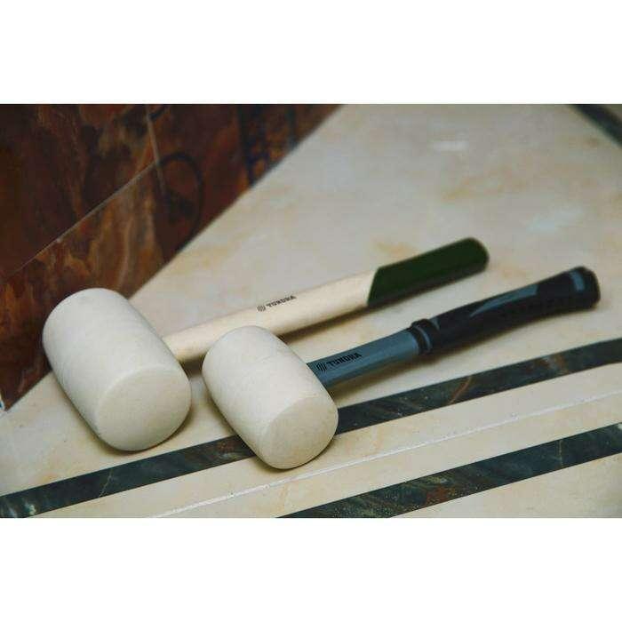 Киянка TUNDRA basic, 1000 г, деревянная рукоятка, белая резина