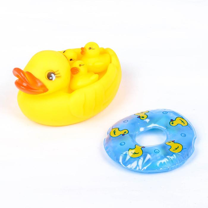 Набор для ванной «Утки с кругом»: мыльница, игрушки 4 шт, цвет МИКС