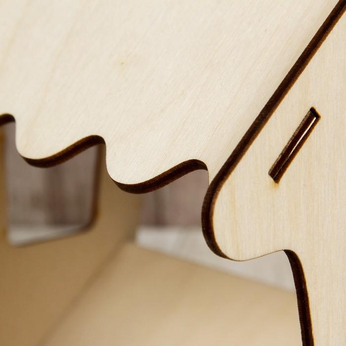 Кормушка для птиц «Избушка», 20 × 18 × 21 см