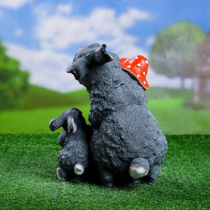 """Садовая фигура """"Зайцы с грибами"""" 21*19*27 см"""