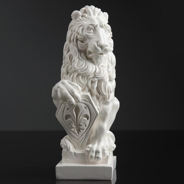 "Фигура ""Лев со щитом"" белый 10х7х21 см"