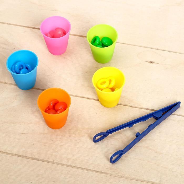 Набор для сортировки с пинцетом «Сортер-стаканчики: цветные фишечки»