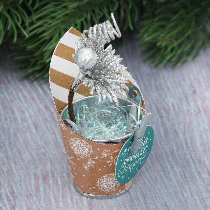 """Новогодний декор с пожеланием """"Пусть зима принесёт счастье"""""""
