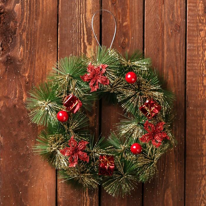 """Венок новогодний d-20 см """"Подарочек"""" зелёный с красными цветами"""
