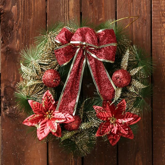 """Венок новогодний d-28 см """"Бантик"""" с красными цветами"""