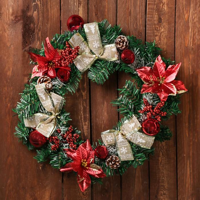 """Венок новогодний d-36 см """"Шишки"""" с красными цветами"""