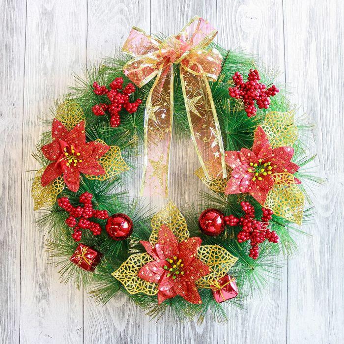 Венок новогодний d-35 см с красными цветами и бантом