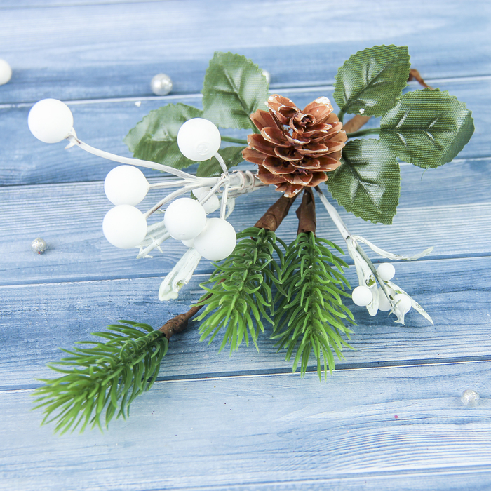 """Декор """"Зимние грезы"""" 20 см белые шарики шишка"""