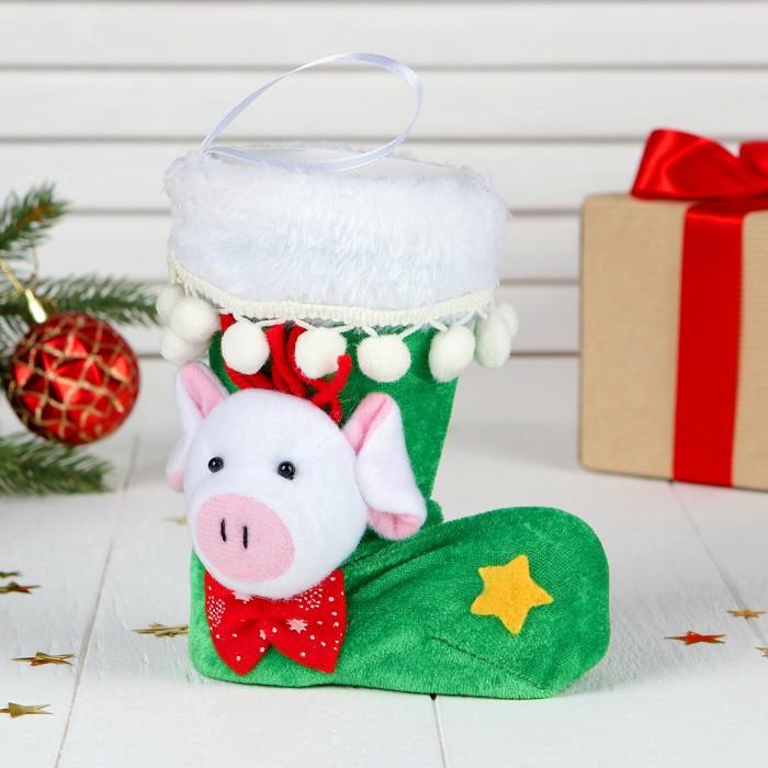 """Подарочная упаковка """"Сапожок"""" со свинкой и звёздочкой, цвета МИКС, вместимость 150 г"""