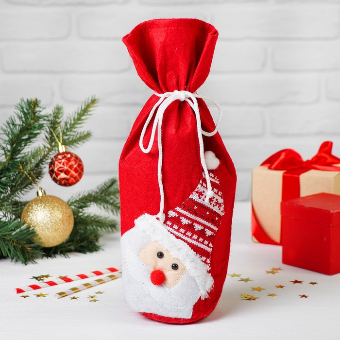 "Одежда на бутылку ""Дед Мороз в вязаной шапочке"" на завязках"