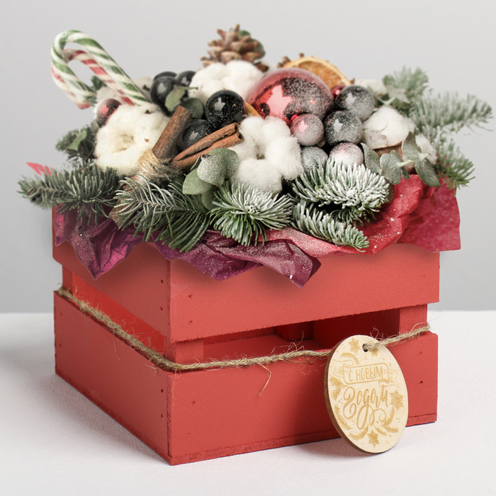 Деревянный ящик реечный «С Новым годом», 13 × 13 × 9 см, с шильдиком на бечёвке