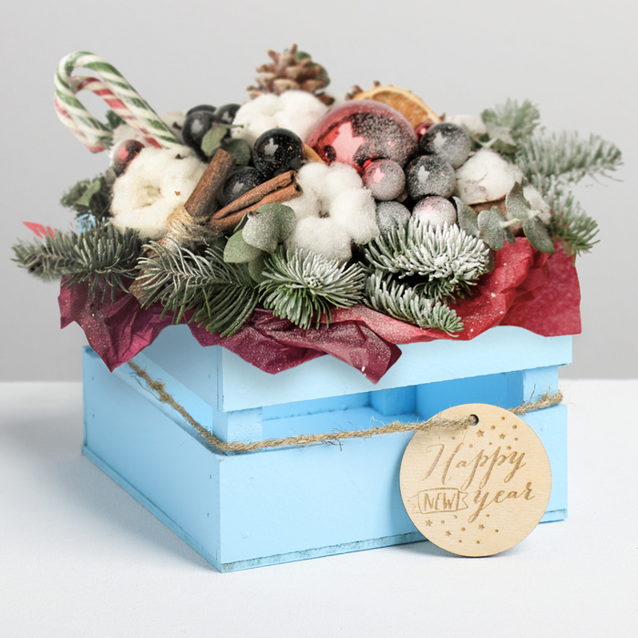 Деревянный ящик реечный Happy New Year, 13 × 13 × 9 см, с шильдиком на бечёвке