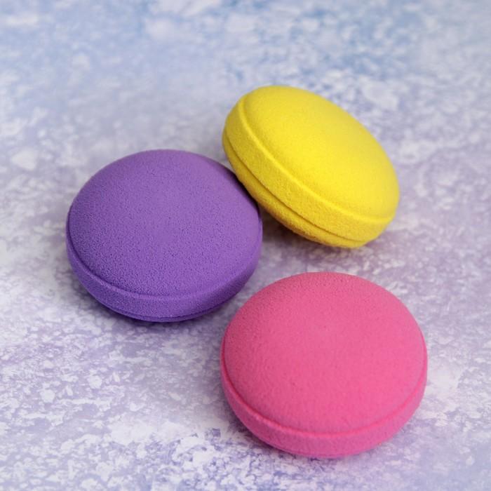 Подарочный набор для макияжа «Макаруны», 3 предмета, в футляре, с открыткой, цвет МИКС