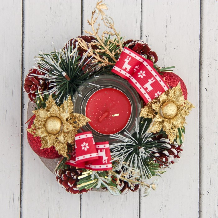 """Подсвечник на одну свечу """"Рождество"""" с красной лентой, шишками и шарами 13*5 см"""