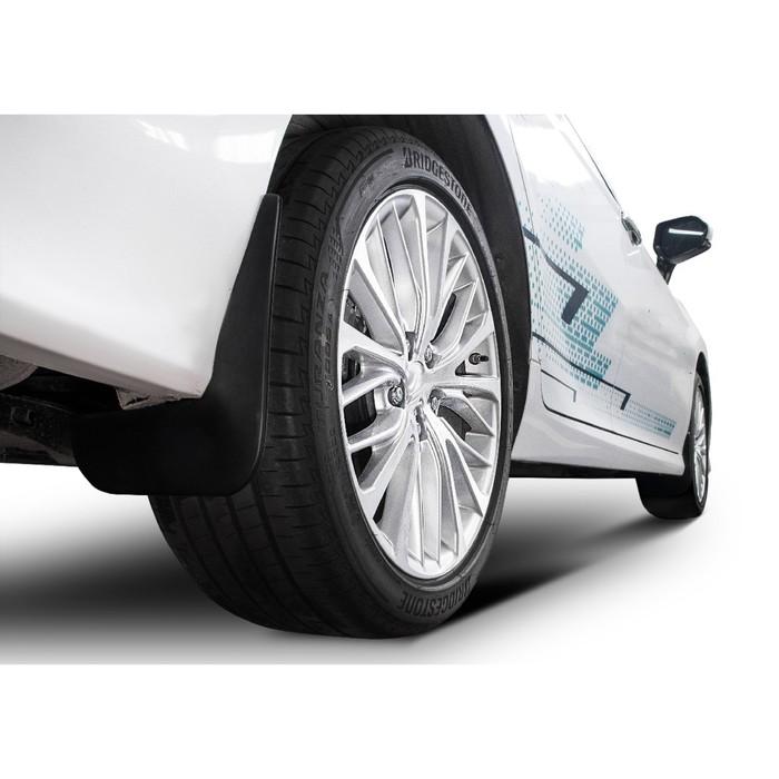 Брызговики передние Rival для Toyota Camry XV70 седан 2018-н.в., полиуретан, 2 шт., с крепежом, 25701003