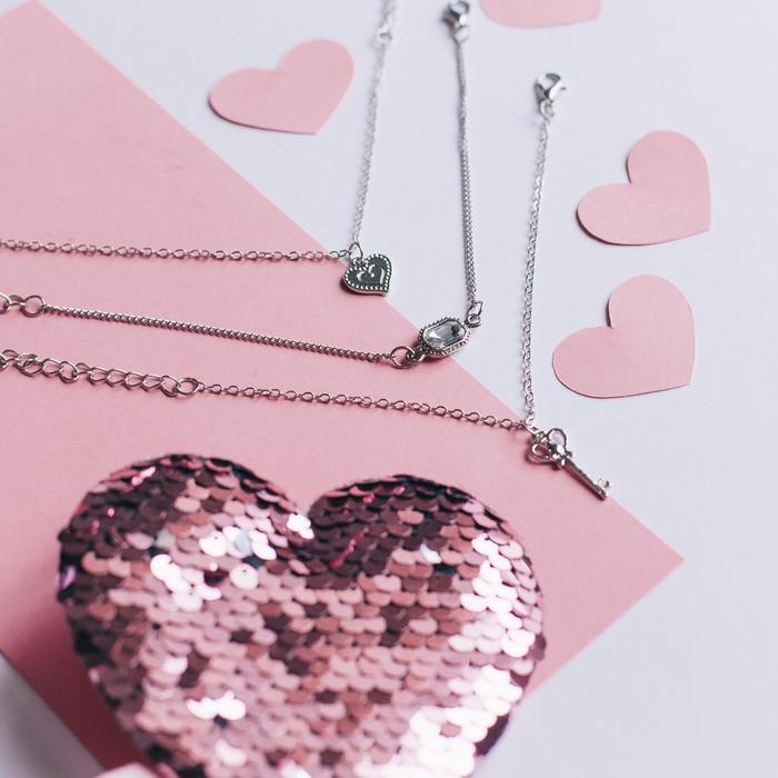 """Браслет со стразами """"Мульти"""" ключик и сердце, (набор 3 штуки), цвет белый в серебре"""