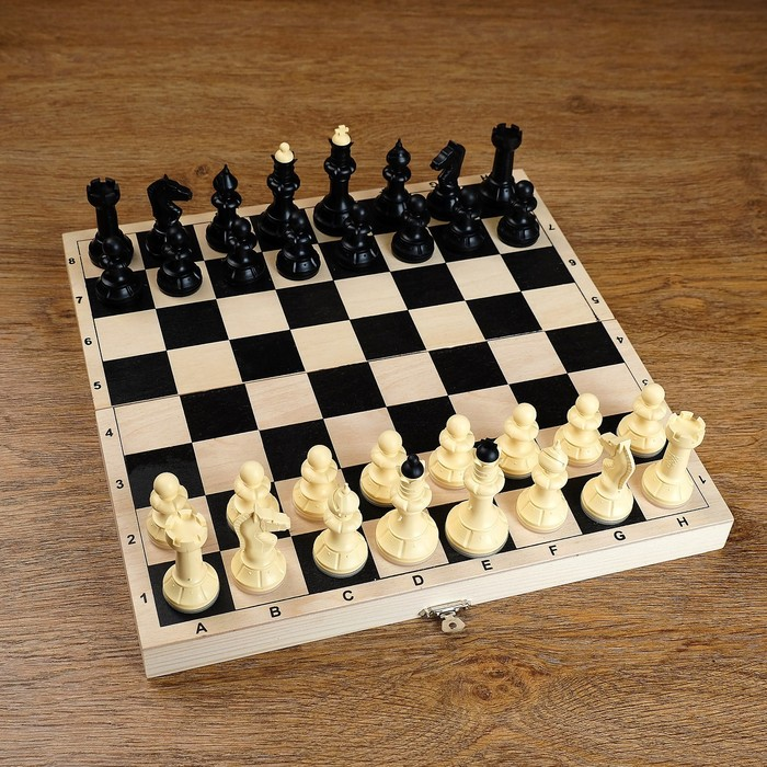 Шахматы (доска дерево 30х30 см, фигуры пластик, король h=6,5 см)