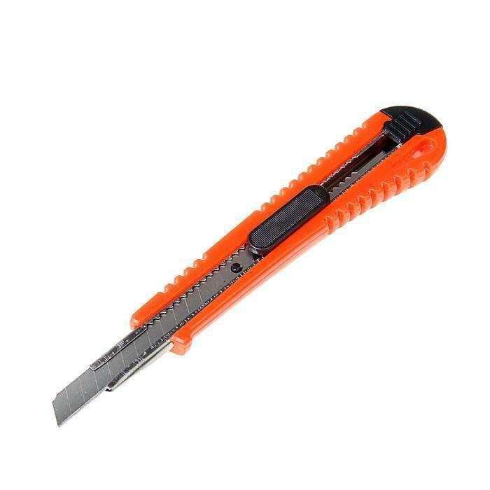 Нож универсальный LOM, корпус пластик, квадратный фиксатор, усиленный, 9 мм
